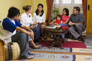 mormon-sister-missionaries-teaching