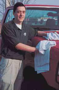 Lavar un camión para ganar dinero para la misión